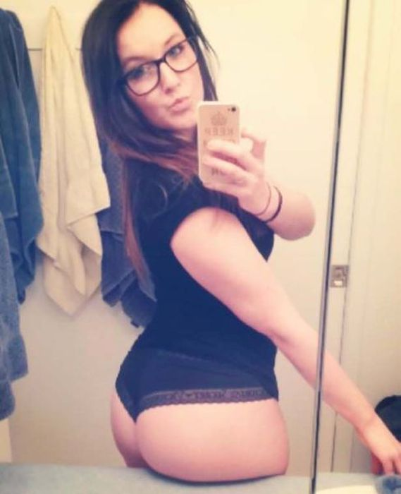 Girls With Glasses Are Always Sexy (44 pics)