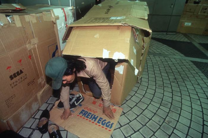 See What It's Like To Live In A Box (21 pics)