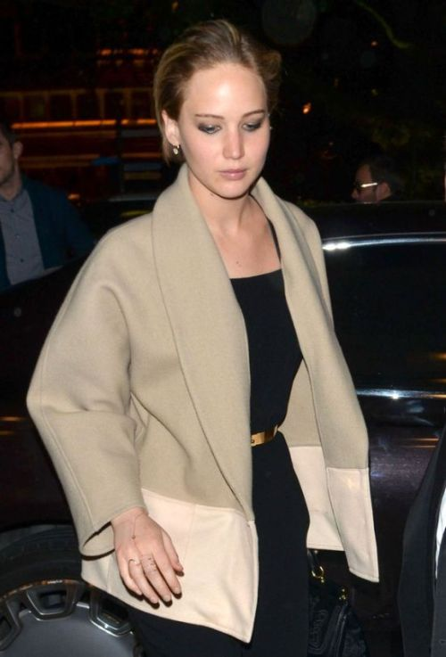 Jennifer Lawrence Has A Special Message For The Paparazzi (3 pics)