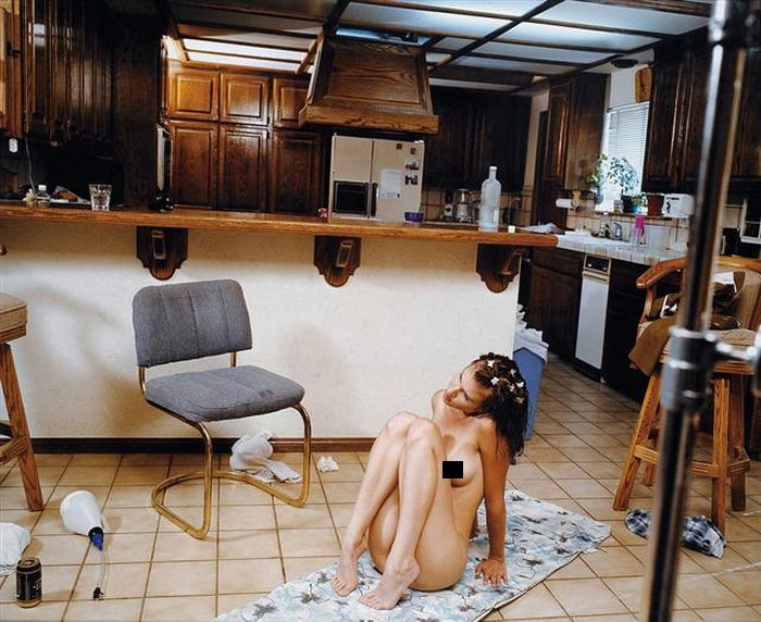 This Is What Happens Behind The Scenes Of Adult Films (20 pics)