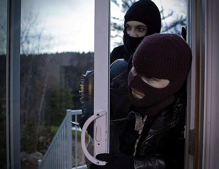 22 Things You'll Never Hear A Burglar Say (3 pics)