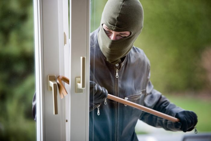 22 Things You'll Never Hear A Burglar Say (3 pics)