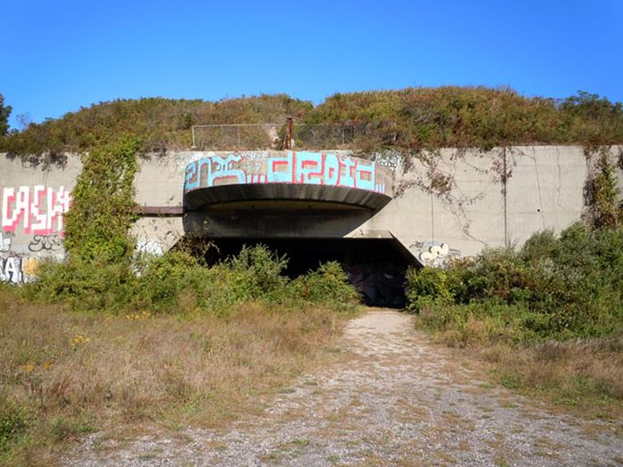 These Abandoned Military Sites Are Incredible (14 pics)