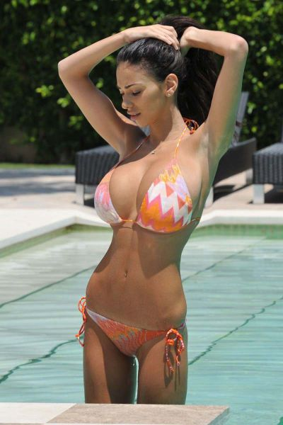 Babes In Bikinis Are Always A Good Thing (41 pics)