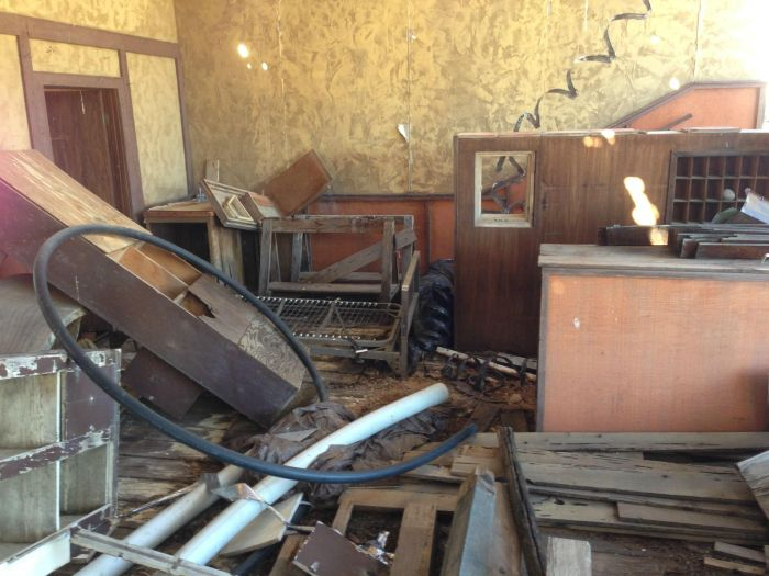 See The Abandoned Set From The TV Show Hey Dude (13 pics)