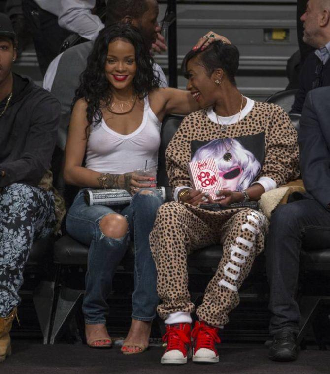 Rihanna Lets It All Hang Out (9 pics)