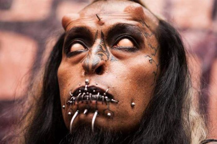 The Creepiest Body Modifications You'll Ever See (16 pics)