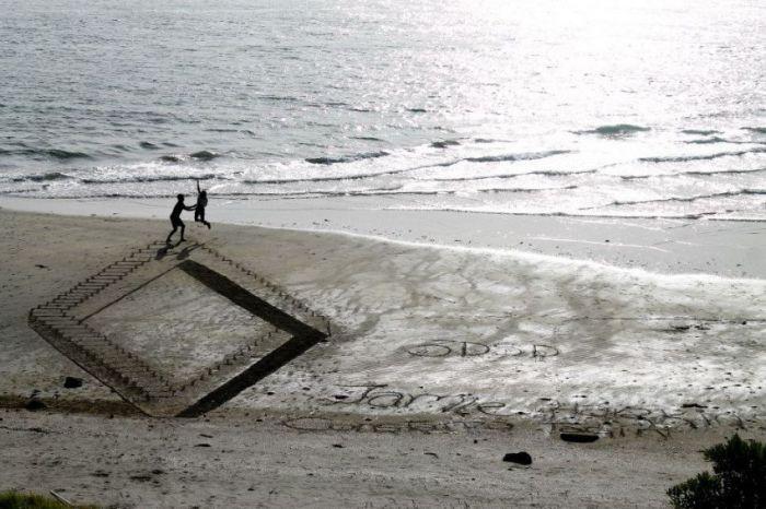 Amazing 3D Art At The Beach (34 pics)