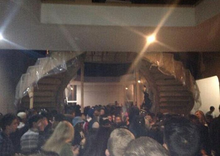 A 2,000 Person Mansion Party Gets Raided By The Police (15 pics)