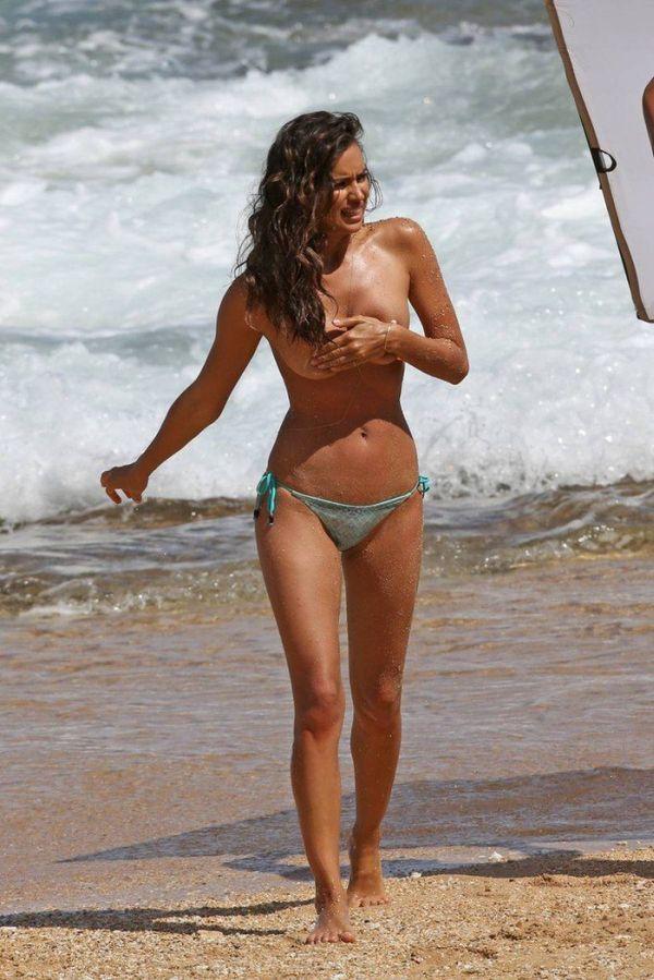 Irina Shayk Looks Great Without A Shirt On (8 pics)