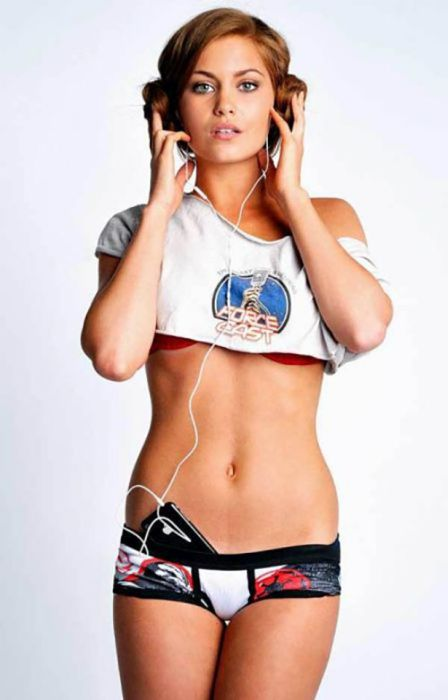 Hot Girls Get Even Hotter When They Like Star Wars (42 pics)