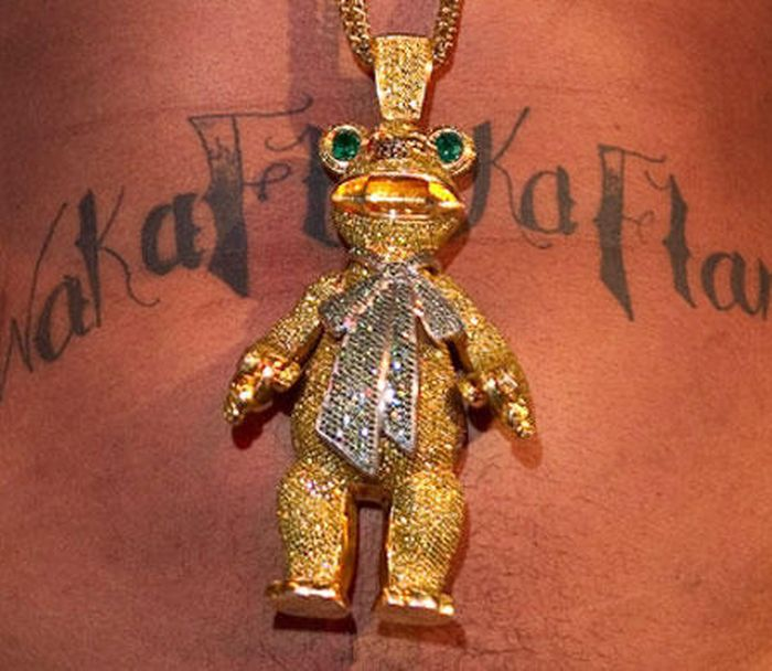 The Most Ridiculous Rapper Chains Of All Time (22 pics)