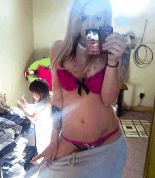 Moms Should Not Be Taking Selfies Like This (34 pics)