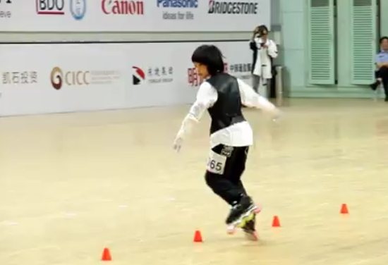 Amazing Chinese Girl Has Skating Skills