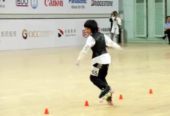 Amazing Chinese Girl Has Skating Skills