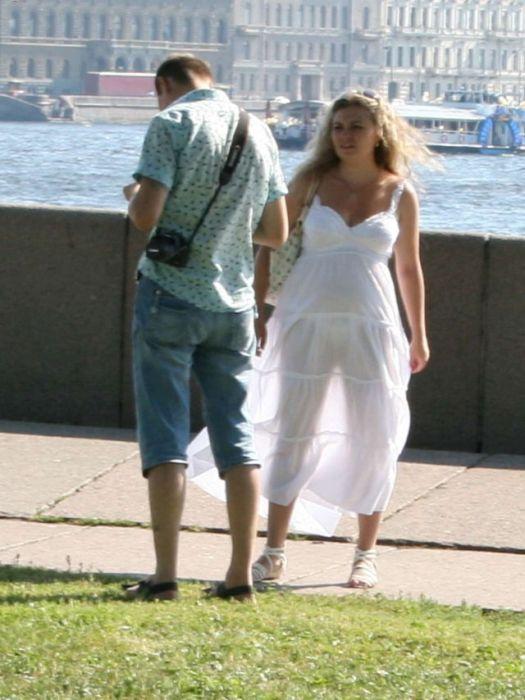 в просвечивающемся платье на людях фото