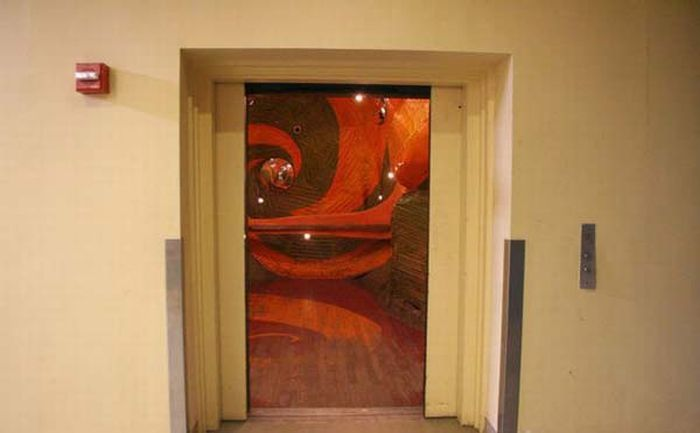 This New York Elevator Is Trippy (11 pics)