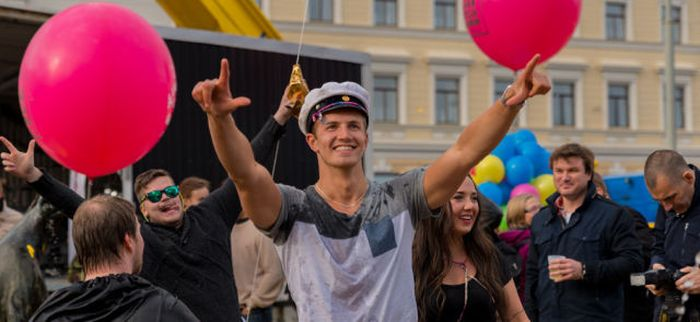 This Is How You Party In The Street (37 pics)