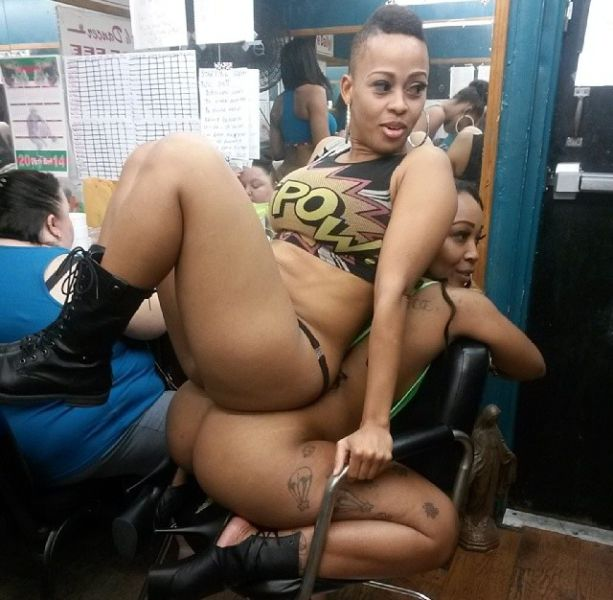 What Really Happens Backstage At A Strip Club (70 pics)