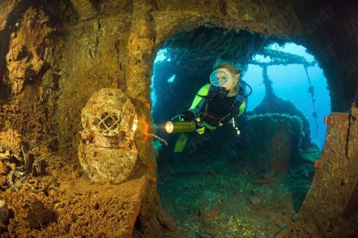 You Won't Believe What These People Found Underwater (79 pics)