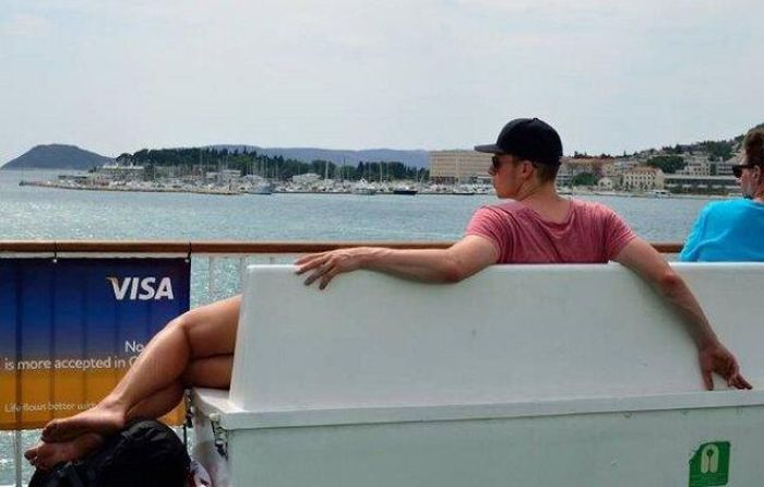 Perfectly Timed Photos That Make You Do A Doubletake (58 pics)