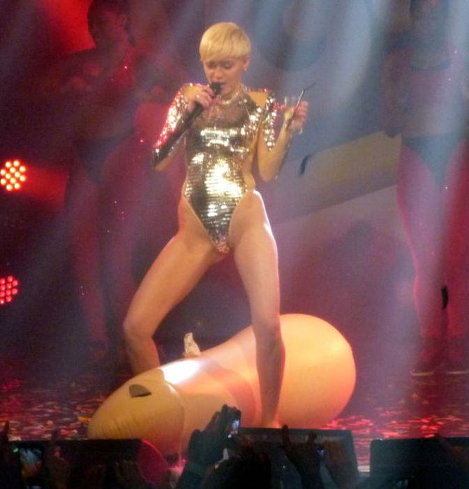 Miley Cyrus Like You've Never Seen Her Before (28 pics)