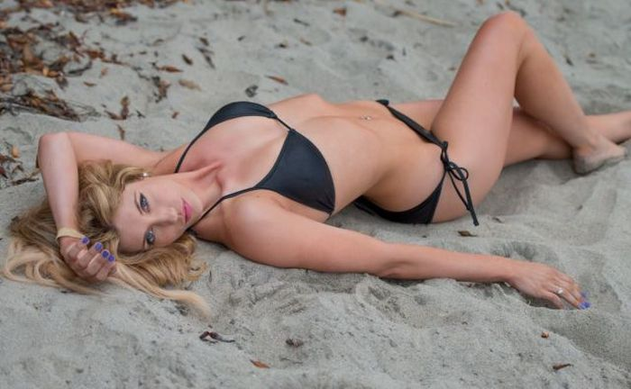 Nothing Looks Better Than A Babe In A Bikini (46 pics)