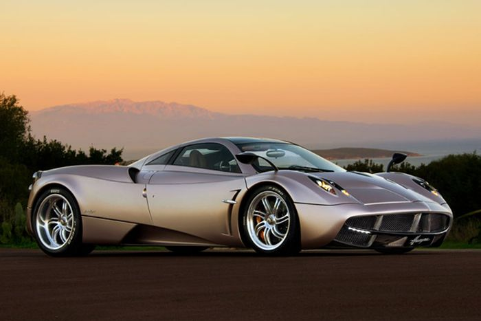The 10 Fastest Cars Out On The Street (10 pics)