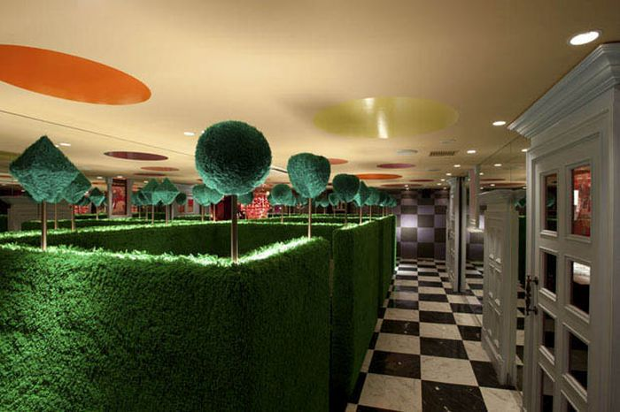 4 Amazing Japanese Restaurants With Awesome Themes (4 pics)