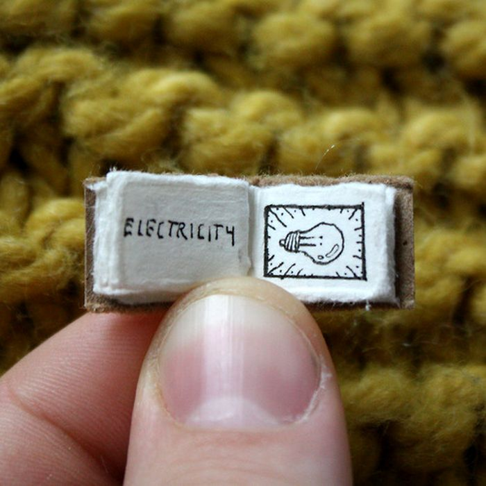The World Explained By The Mini Book of Major Events (9 pics)