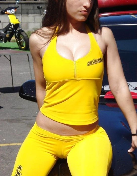 Car Shows Are A Great Place To Meet Women (33 pics)
