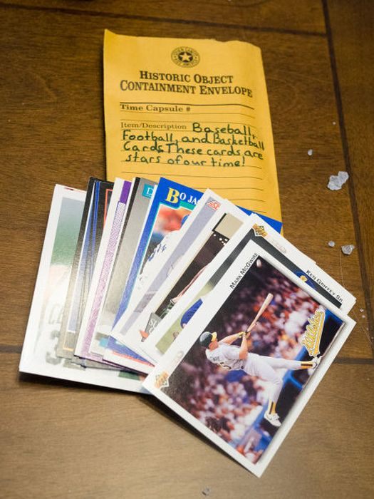 Find Out What's Inside This 21 Year Old Time Capsule (20 pics)