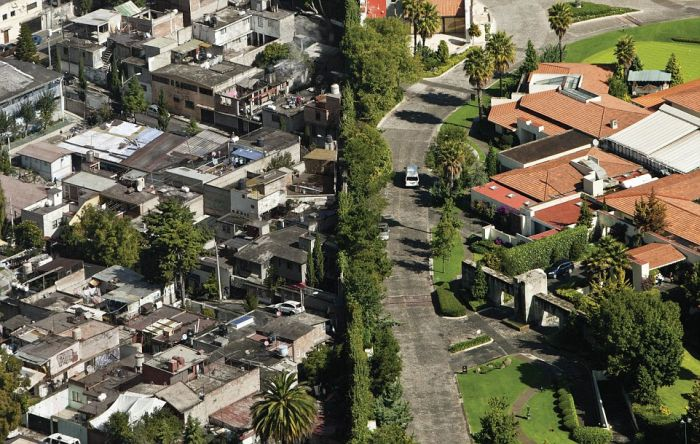 The Difference Between Rich And Poor In Mexico (4 pics)
