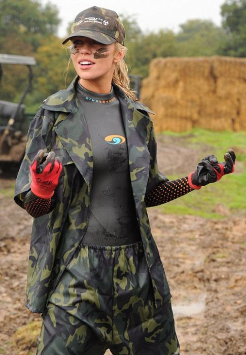 Model Abbey Clancy Gets Down And Dirty (19 pics)