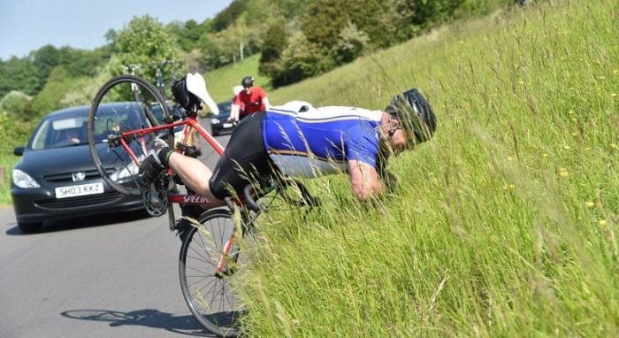 If You Ride A Bike With No Hands Then Don't Fall (8 pics)