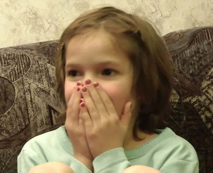 See This Girl's Reaction To Her Own Birth (5 pics)