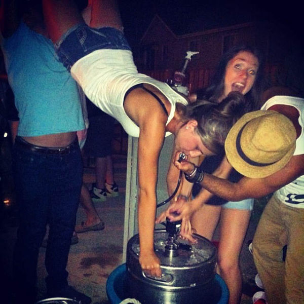 These Girls Are Pros When It Comes To Kegstands (62 pics)
