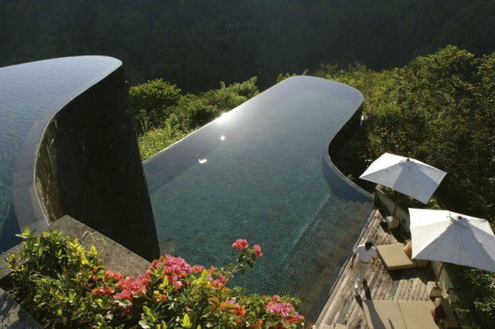 The World's Most Amazing Infinity Pools (24 pics)