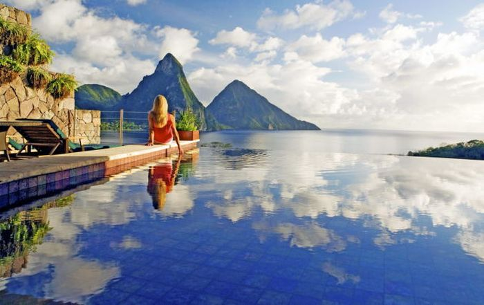 The World's Most Amazing Infinity Pools (24 pics)