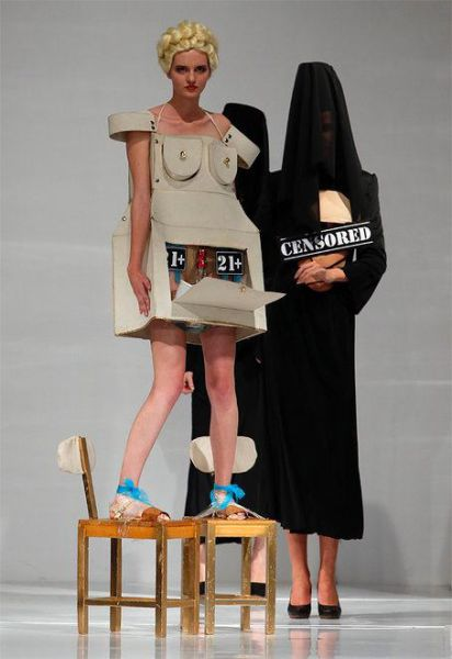 The Absolute Worst Outfits From Fashion Shows (34 pics)