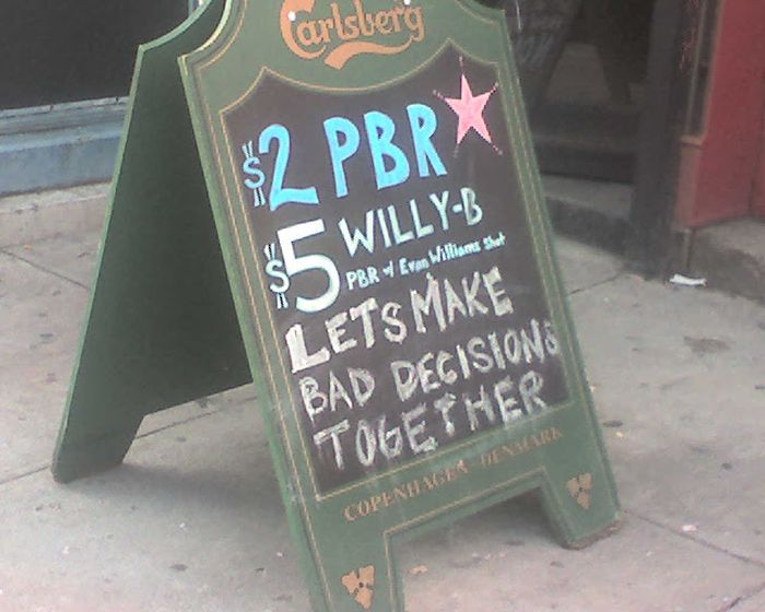 The Greatest Bar Signs You'll See Today (25 pics)
