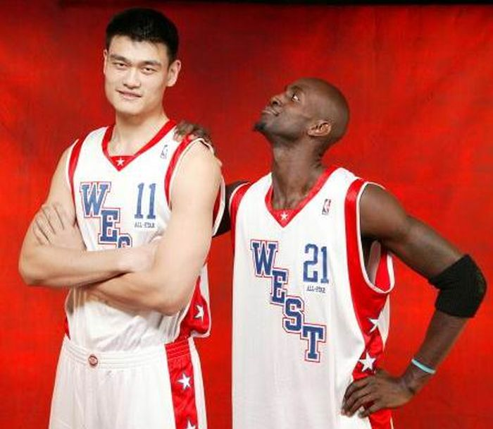Yao Ming Makes Other People Look Like Ants 47 Pics-2585