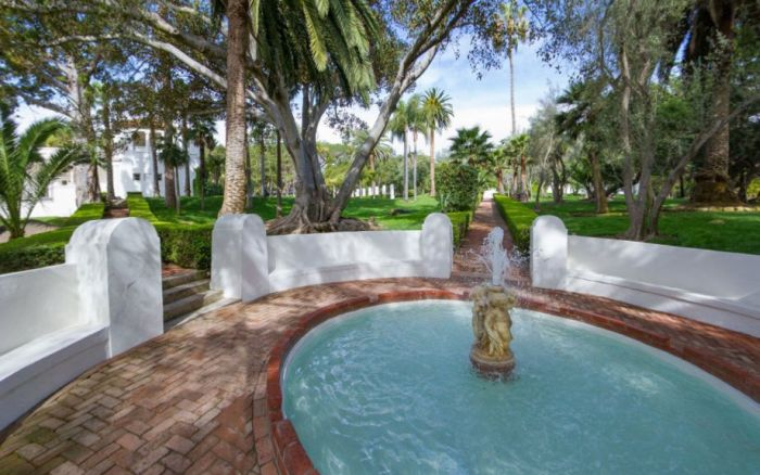The Amazing Mansion From Scarface Is Now For Sale (28 pics)