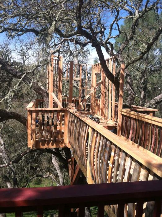 Is This The Coolest Tree House Ever? (29 pics)
