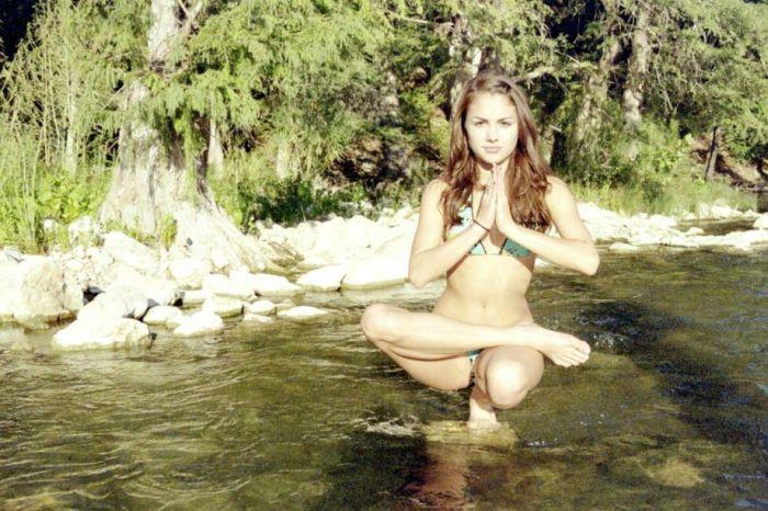 Beautiful Girls In Beautiful Places (37 pics)