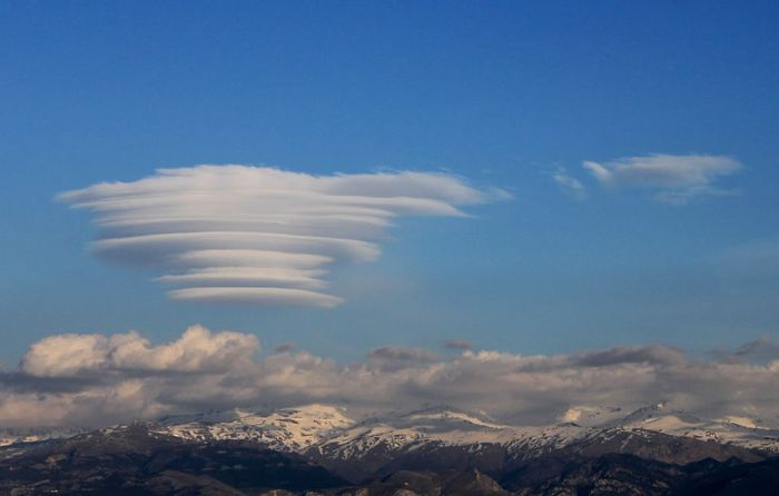 Are These Clouds Or UFOs? (42 pics)