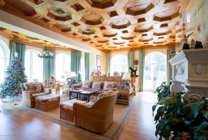 Move Into The Kennedy's Vacation Home (17 pics)