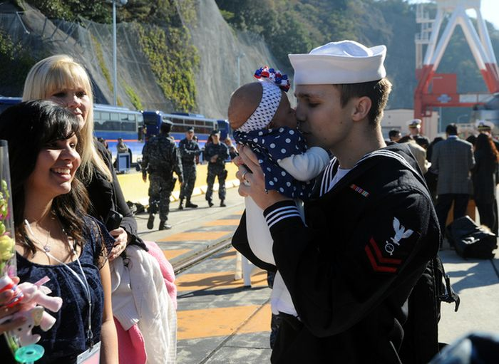 Soldiers Return Home To Meet Their Children (47 pics)