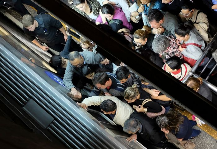 So Many People Riding The Subway In Sao Paulo (12 pics)