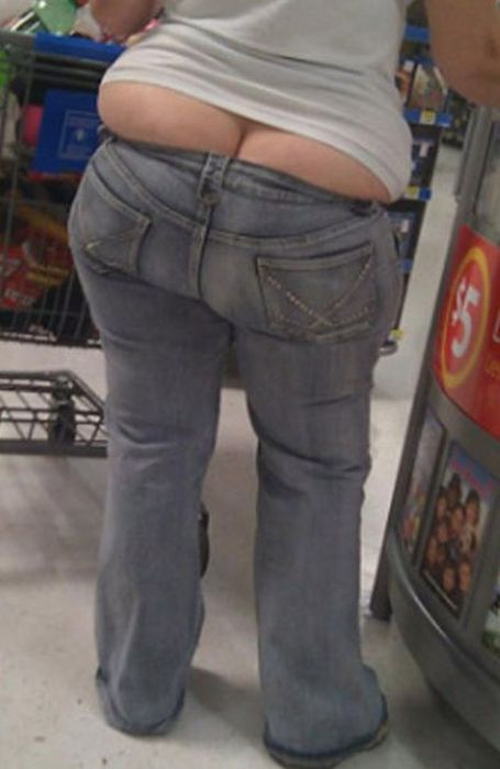 Ladies Hanging Right Out Of Their Clothes (34 pics)